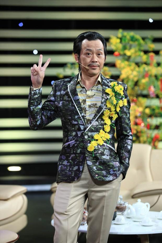 Anh Đức quấn khăn tắm vật lộn với Hoài Linh trong hài kịch đêm giao thừa - Ảnh 6.
