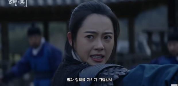 Haechi của hoàng tử cổ trang Jung Il Woo xoắn não fan từ phút đầu tiên - Ảnh 5.