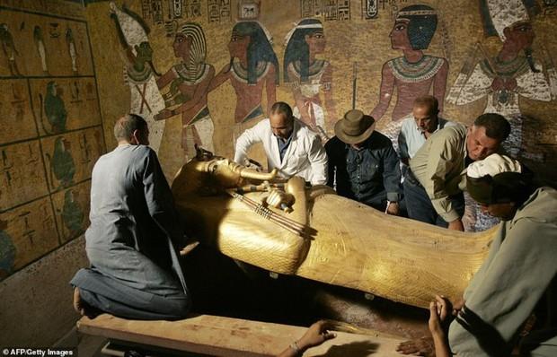Bên trong hầm mộ bí ẩn của pharaoh nổi tiếng nhất vương triều Ai Cập - Ảnh 6.