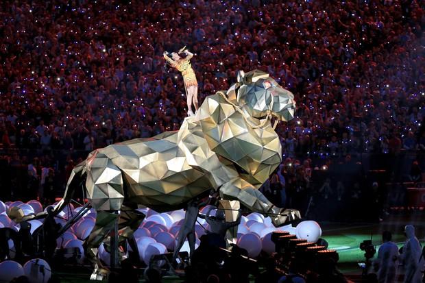 Liệu Super Bowl Maroon 5 sẽ về team hoành tráng của Katy - Gaga - Beyoncé hay rớt đài như Justin Timberlake? - Ảnh 2.