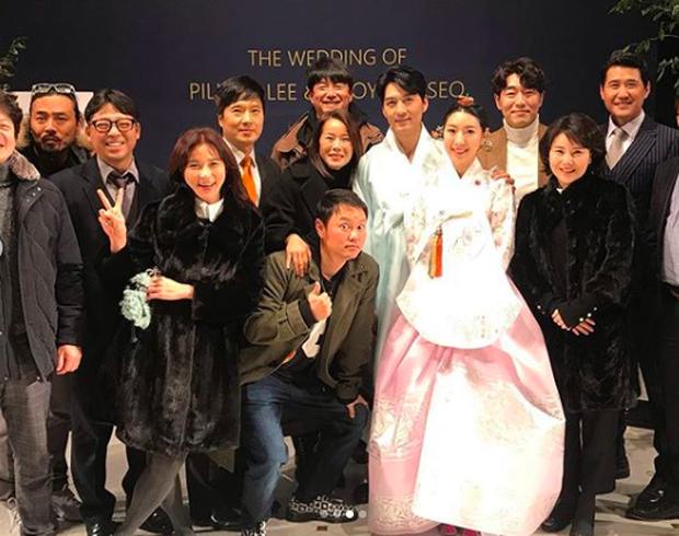Đám cưới hot nhất đầu năm: Ji Chang Wook để mặt mộc đến dự, bộ tứ 4 chàng quý tử tái ngộ sau 10 năm - Ảnh 18.