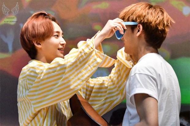 Những khoảnh khắc idol chăm nhau mùi mẫn đến sâu răng: Jennie và thành viên EXO này đặc biệt gây bất ngờ - Ảnh 32.