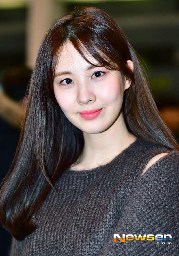 Cùng tăng cân khi xuất hiện tại sân bay: Krystal bị chê vừa thô vừa xuống sắc, Seohyun được khen xinh rạng rỡ - Ảnh 13.