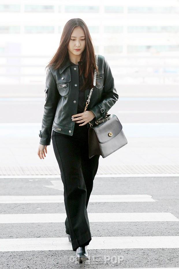 Cùng tăng cân khi xuất hiện tại sân bay: Krystal bị chê vừa thô vừa xuống sắc, Seohyun được khen xinh rạng rỡ - Ảnh 2.