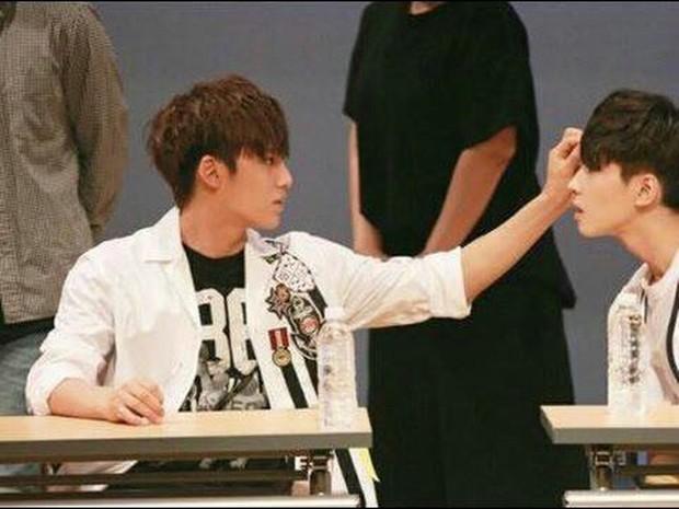Những khoảnh khắc idol chăm nhau mùi mẫn đến sâu răng: Jennie và thành viên EXO này đặc biệt gây bất ngờ - Ảnh 34.