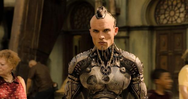 Sau lớp mặt nạ hóa trang, dàn diễn viên của Alita toàn trai xinh gái đẹp bốc lửa - Ảnh 16.