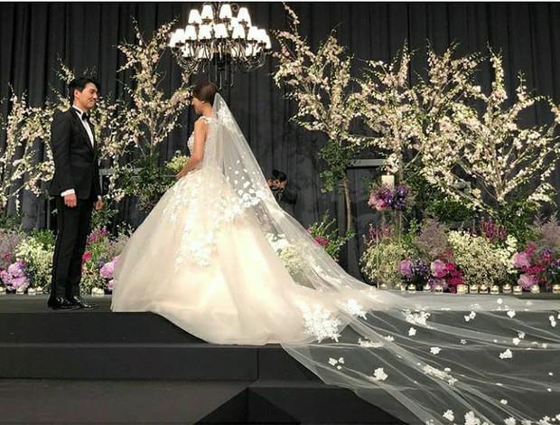 Đám cưới hot nhất đầu năm: Ji Chang Wook để mặt mộc đến dự, bộ tứ 4 chàng quý tử tái ngộ sau 10 năm - Ảnh 2.