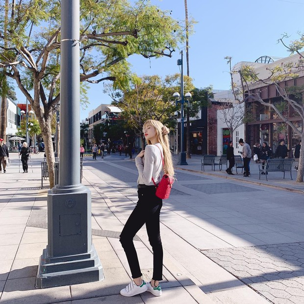 Lisa, Jennie (Black Pink) khoe ảnh vi vu đất Mỹ mà dân tình chỉ dán mắt vào body thần thánh của 2 mỹ nhân này - Ảnh 6.