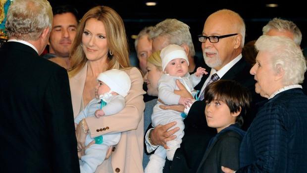 Cùng cực bi kịch cuộc đời Celine Dion: Từ tuổi thơ nghèo khó, đến nỗi đau hiếm muộn và người thân lần lượt qua đời - Ảnh 2.