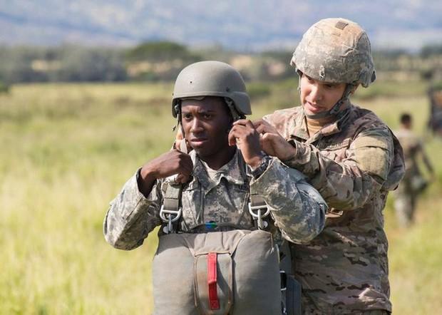 Mũ bảo hiểm của người lính xuyên suốt hai cuộc chiến tranh thế giới khác nhau như thế nào? - Ảnh 11.
