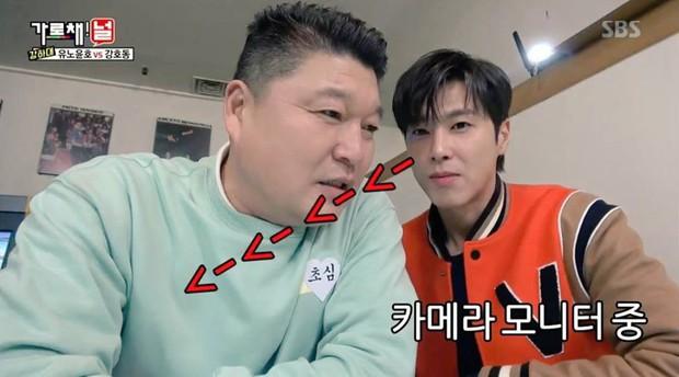 Yunho (DBSK) bỗng trở nên nhỏ bé khi so sánh kích cỡ... đầu với nam diễn viên hài này! - Ảnh 2.