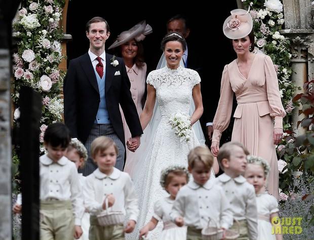 Bức xúc vì mẹ chồng tương lai chọn váy vừa trắng vừa điệu như váy cưới, cô dâu đăng đàn hỏi ý kiến cư dân mạng và đây là kết quả - Ảnh 1.