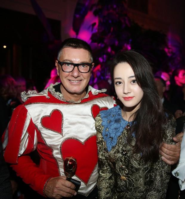 """Trang Sina tự hỏi: """"Ý Dolce & Gabbana là người Trung Quốc giàu có nhưng ngu ngốc?"""" khi hãng ra mắt BST hình heo cầm xấp tiền - Ảnh 6."""
