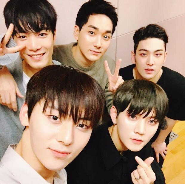 Mừng Minhyun trở về từ Wanna One, NUEST rục rịch chuẩn bị cho solo concert đầu tiên sau 7 năm hoạt động - Ảnh 1.