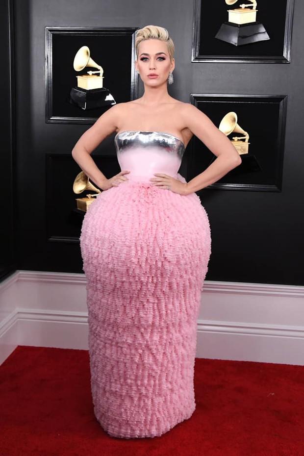 Tất cả những gì Katy Perry có ở Grammy 2019 là một bộ váy xấu tệ tặng kèm chùm ảnh chế - Ảnh 1.