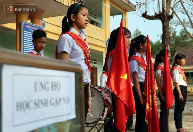Buổi chào cờ đầu năm mới chìm trong nước mắt ở ngôi trường có 6 học sinh đuối nước thương tâm - Ảnh 3.