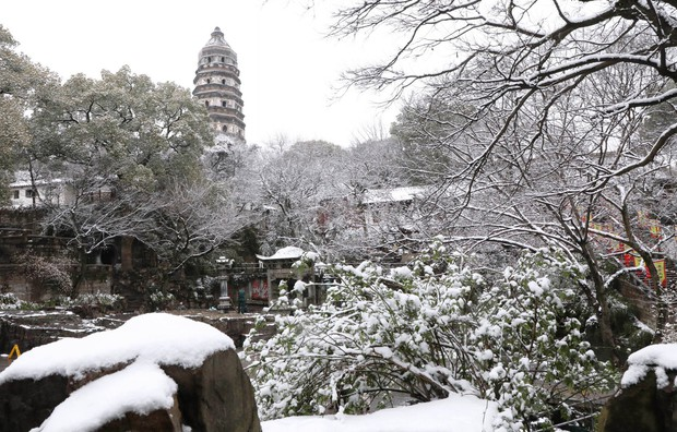 Vẻ đẹp trong trẻo của tuyết mùa xuân ở Trung Quốc khiến nhiều tín đồ du lịch cuồng chân dù đã hết Tết - Ảnh 2.