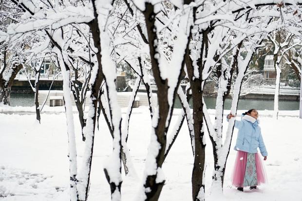 Vẻ đẹp trong trẻo của tuyết mùa xuân ở Trung Quốc khiến nhiều tín đồ du lịch cuồng chân dù đã hết Tết - Ảnh 12.