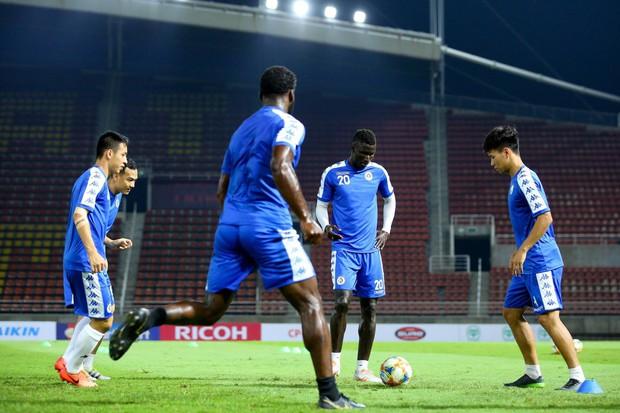 CLB Hà Nội diện áo mới, hứng khởi tập luyện trên đất Thái Lan - Ảnh 8.