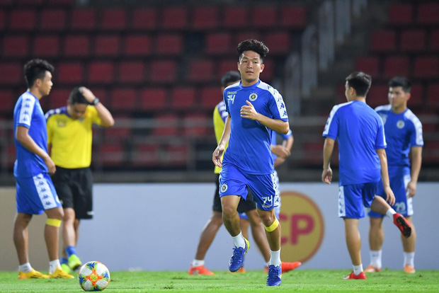 CLB Hà Nội diện áo mới, hứng khởi tập luyện trên đất Thái Lan - Ảnh 1.