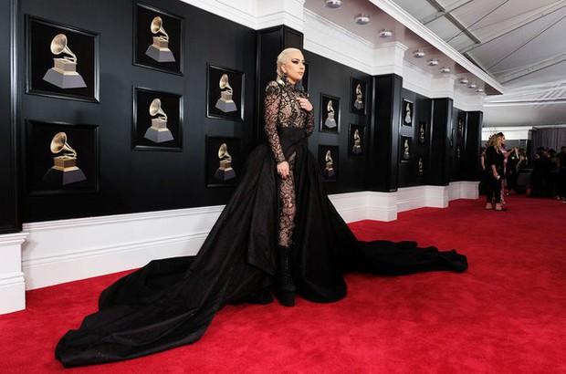 Trước thềm Grammy 2019, Lady Gaga khóc nức nở khi trở thành nữ nghệ sĩ đầu tiên làm được điều này - Ảnh 3.