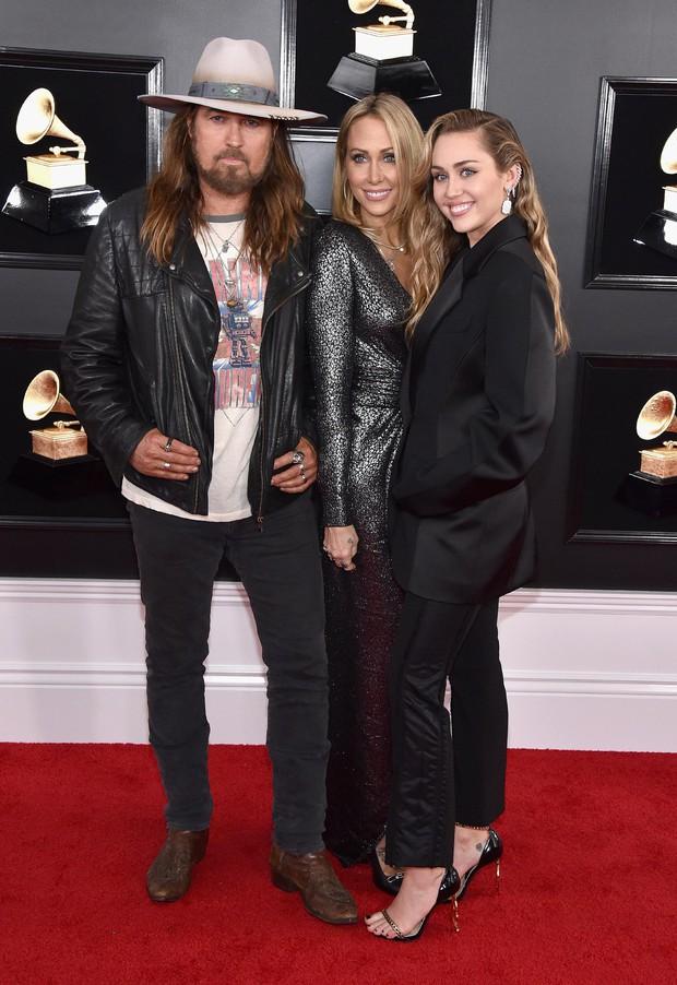 Liam Hemsworth bất ngờ nhập viện, không thể cùng Miley Cyrus dự Grammy 2019 - Ảnh 2.