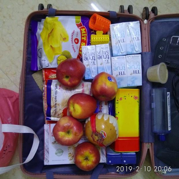 Trở về thành phố sau Tết, sinh viên hớn hở khoe tình yêu của gia đình qua núi thực phẩm vác theo - Ảnh 2.