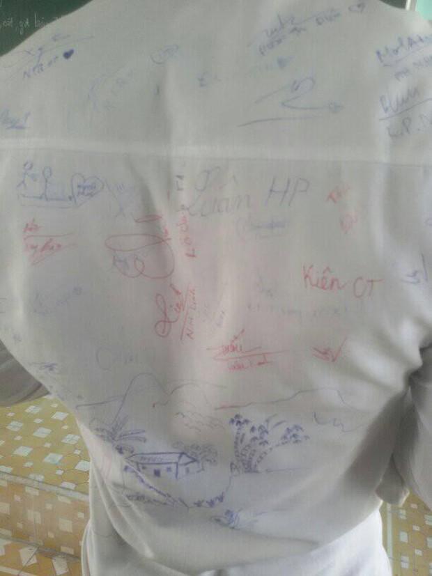 Vô tình tìm thấy chiếc áo đồng phục cũ, cậu bạn chia sẻ câu chuyện buồn của lớp mình khiến ai cũng bồi hồi - Ảnh 9.