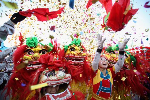 Một tuần nghỉ Tết Nguyên đán, doanh thu bán lẻ của Trung Quốc đạt 150 tỷ USD - Ảnh 1.
