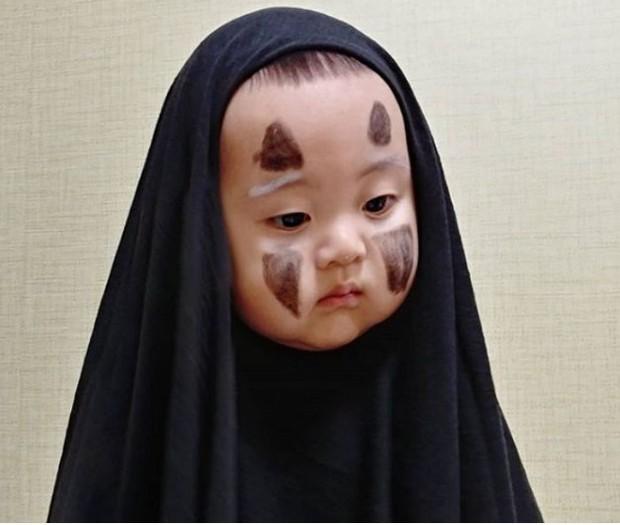 Nhóc tỳ 16 tháng tuổi gây sốt nhờ gương mặt đầy biểu cảm nhưng hàng lông mày của bé mới khiến chị em khao khát - Ảnh 2.