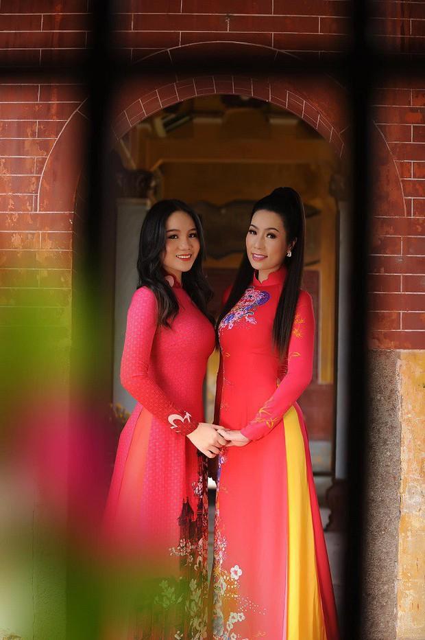 Con gái NSƯT Trịnh Kim Chi: Cô bé da đen mũm mĩm lột xác thành thiếu nữ xinh xắn, cao 1m72 - Ảnh 10.