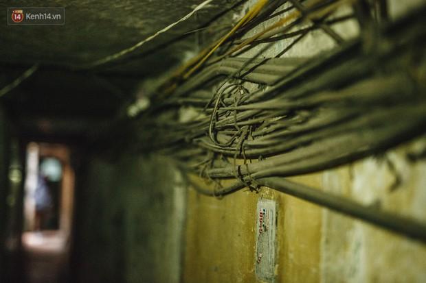 Cuộc sống bên trong những con ngõ chỉ vừa 1 người đi ở Hà Nội: Đèn điện bật sáng dù ngày hay đêm - Ảnh 13.