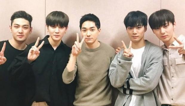 Độ tuổi trung bình của các boygroup Kpop: SHINee, BTS, NUEST gây bất ngờ vì quá trẻ - Ảnh 6.