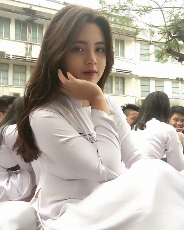 Báo Trung phát sốt về một nữ sinh Việt mặc áo dài, khen ngợi nhan sắc xinh đẹp đủ tầm tham gia showbiz - Ảnh 3.