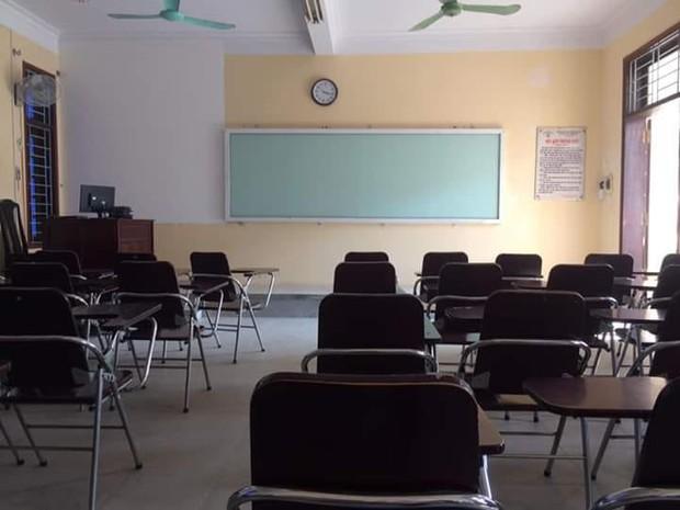 Loạt ảnh lớp học vắng như chùa bà Đanh vì sinh viên vẫn còn bận đắm chìm trong dư vị Tết - Ảnh 7.