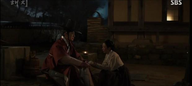 Ngoài xương sườn dao găm của Jung Il Woo, con ve chó của Go Ara là tâm điểm trong tập mở màn Haechi - Ảnh 1.