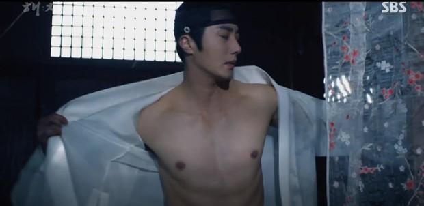 Ngoài xương sườn dao găm của Jung Il Woo, con ve chó của Go Ara là tâm điểm trong tập mở màn Haechi - Ảnh 4.