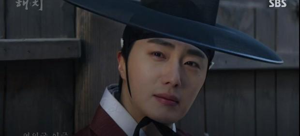 Ngoài xương sườn dao găm của Jung Il Woo, con ve chó của Go Ara là tâm điểm trong tập mở màn Haechi - Ảnh 5.