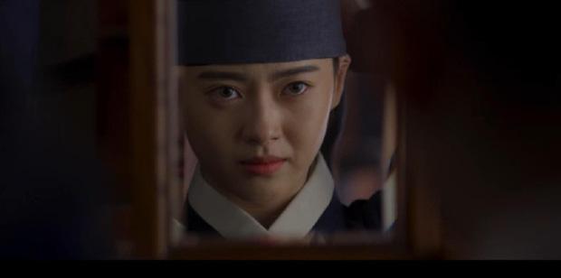 Ngoài xương sườn dao găm của Jung Il Woo, con ve chó của Go Ara là tâm điểm trong tập mở màn Haechi - Ảnh 10.