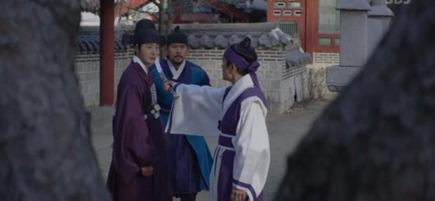 Ngoài xương sườn dao găm của Jung Il Woo, con ve chó của Go Ara là tâm điểm trong tập mở màn Haechi - Ảnh 12.