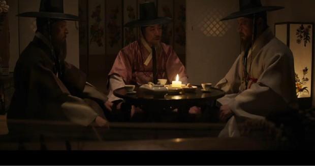 Ngoài xương sườn dao găm của Jung Il Woo, con ve chó của Go Ara là tâm điểm trong tập mở màn Haechi - Ảnh 13.
