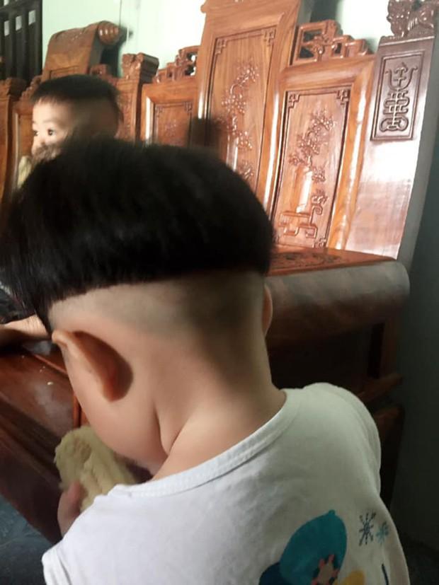 Bố trổ tài cây kéo vàng tạo kiểu tóc bát úp khiến cô con gái 3 tuổi khóc thét, nhất quyết không chịu đến lớp vì sợ các bạn chê xấu - Ảnh 3.
