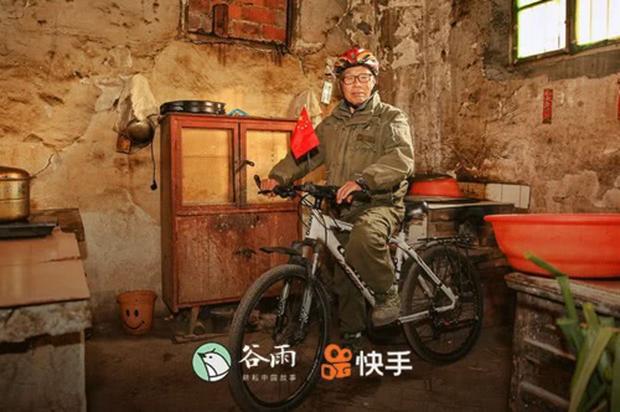 Đợi vợ con say ngủ, lão nông 73 tuổi đạp xe chu du khắp thế giới suốt 10 năm - Ảnh 1.