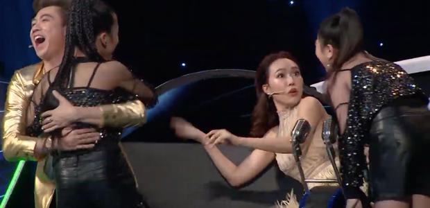 Cú lừa đỉnh nhất đầu năm: Cặp đôi nhí khiến Hòa Minzy hóa đá, Diệu Nhi hoảng hốt - Ảnh 5.