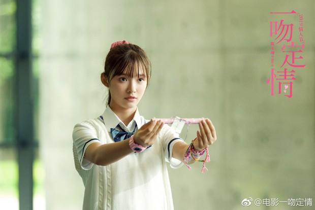 Diễn xuất cứng đờ, Lâm Duẫn bị chê thua xa đàn chị Lâm Y Thần trong Thơ Ngây bản điện ảnh - Ảnh 6.