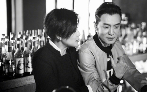 Tình yêu từ cái nhìn đầu tiên của vợ chồng MC nổi tiếng Trung Quốc: 30 năm trôi qua, chàng trai năm 18 tuổi vẫn luôn ở đó - Ảnh 1.