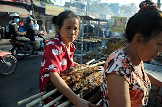 Huy động cả dòng họ chế biến hàng ngàn con cá lóc bán trong ngày vía Thần tài ở Sài Gòn - Ảnh 13.