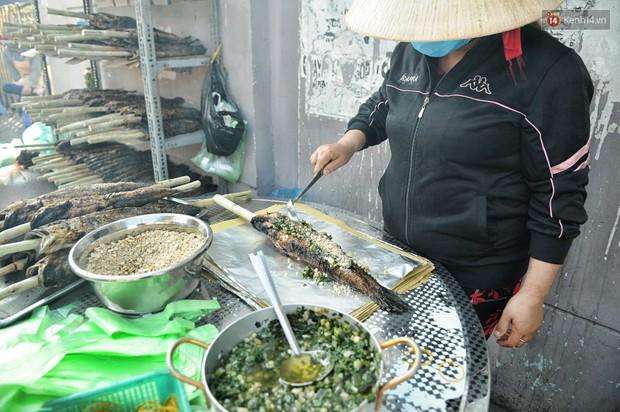 Huy động cả dòng họ chế biến hàng ngàn con cá lóc bán trong ngày vía Thần tài ở Sài Gòn - Ảnh 9.