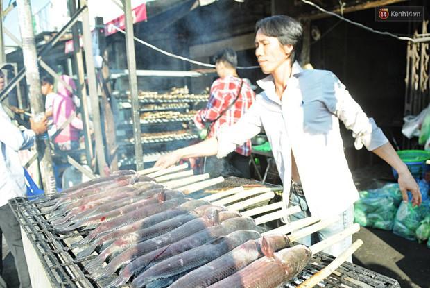 Huy động cả dòng họ chế biến hàng ngàn con cá lóc bán trong ngày vía Thần tài ở Sài Gòn - Ảnh 3.