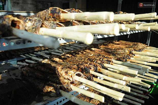 Huy động cả dòng họ chế biến hàng ngàn con cá lóc bán trong ngày vía Thần tài ở Sài Gòn - Ảnh 7.